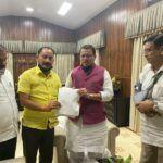 पूर्व विधायक विजयपाल सजवाण ने उत्तरकाशी बाढ़ पीड़ितों के संदर्भ मुख्यमंत्री को मिलकर सौंपा ज्ञापन।